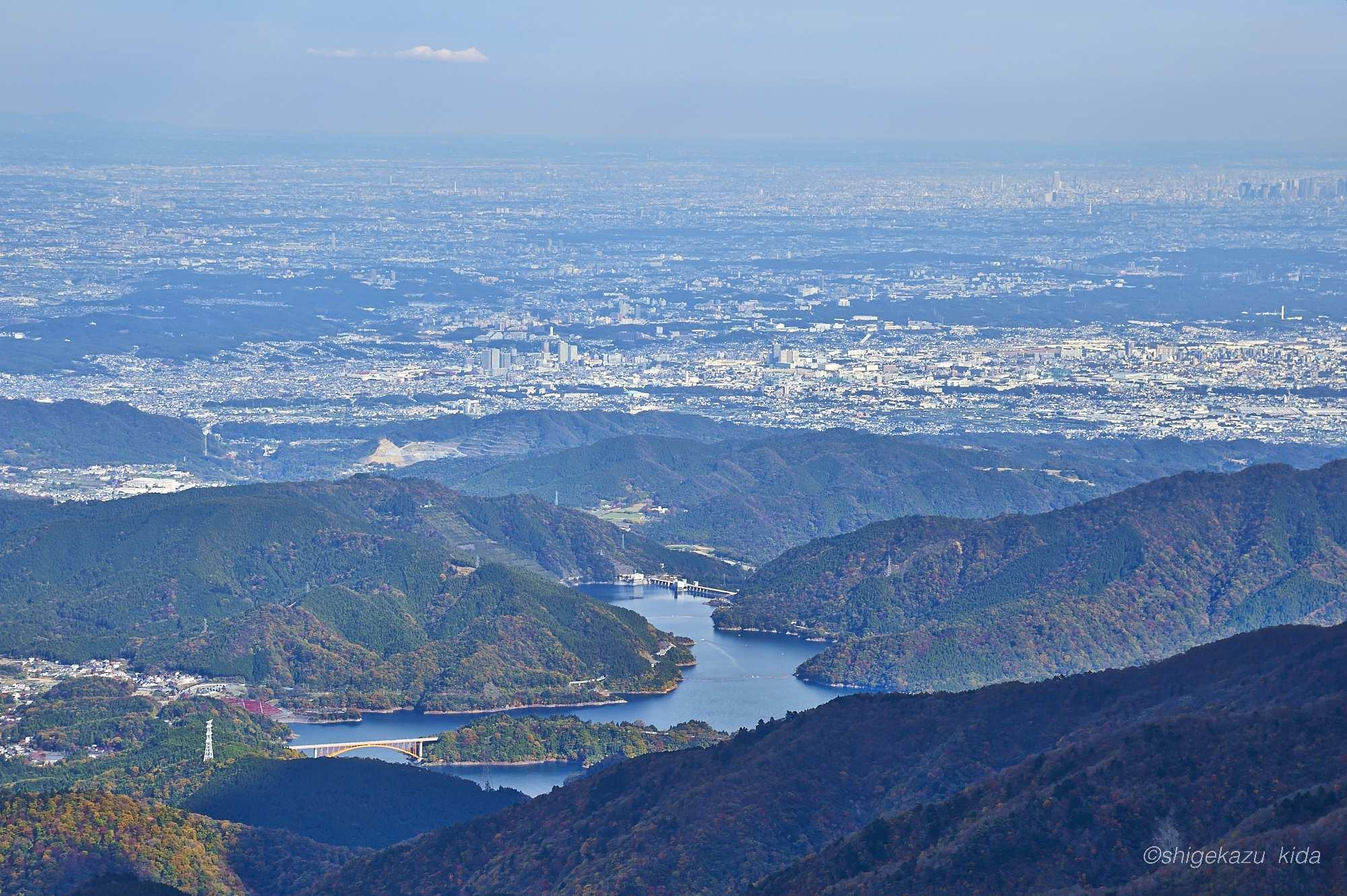 丹沢蛭ヶ岳から見える宮ヶ瀬湖