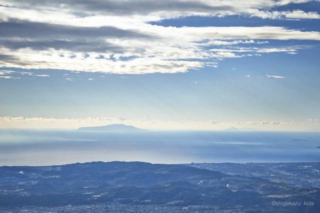 丹沢塔ノ岳から見える伊豆大島