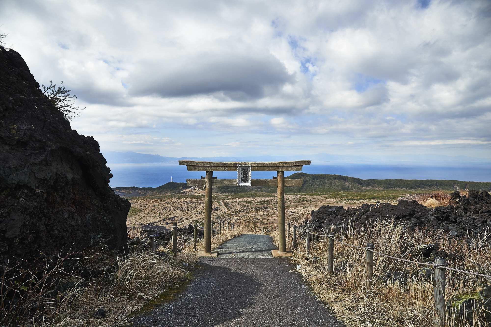伊豆大島三原山の鳥居
