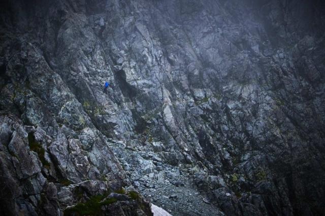 北アルプスの剱岳の登山道カニのタテバイ