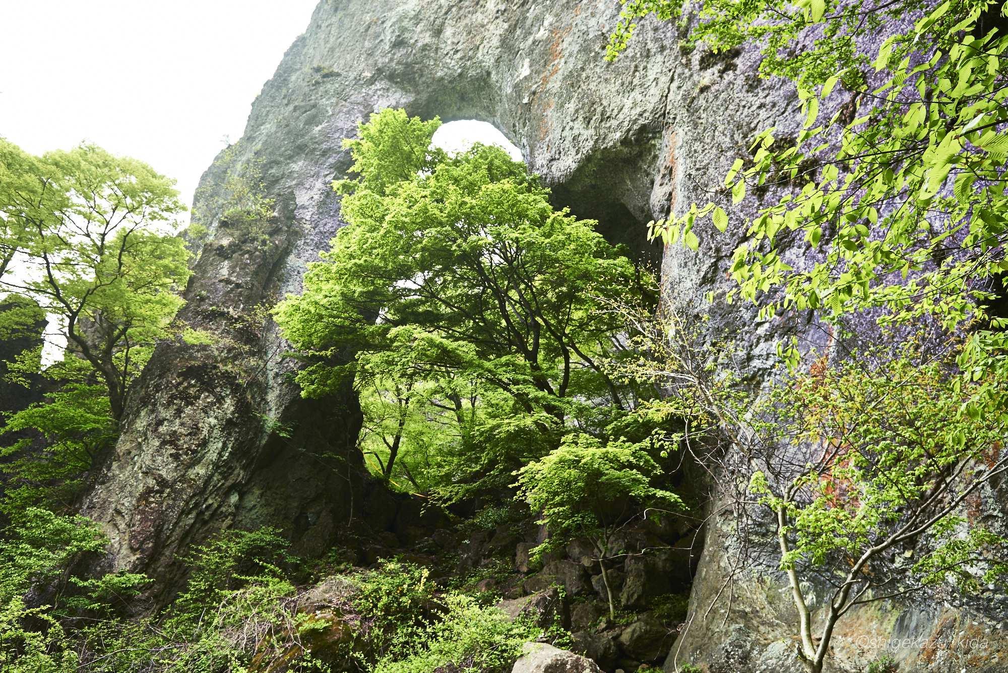 妙義山の岩穴