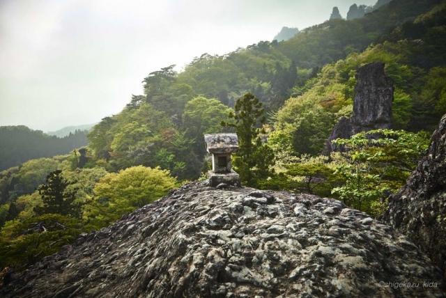 妙義山の轟岩の祠