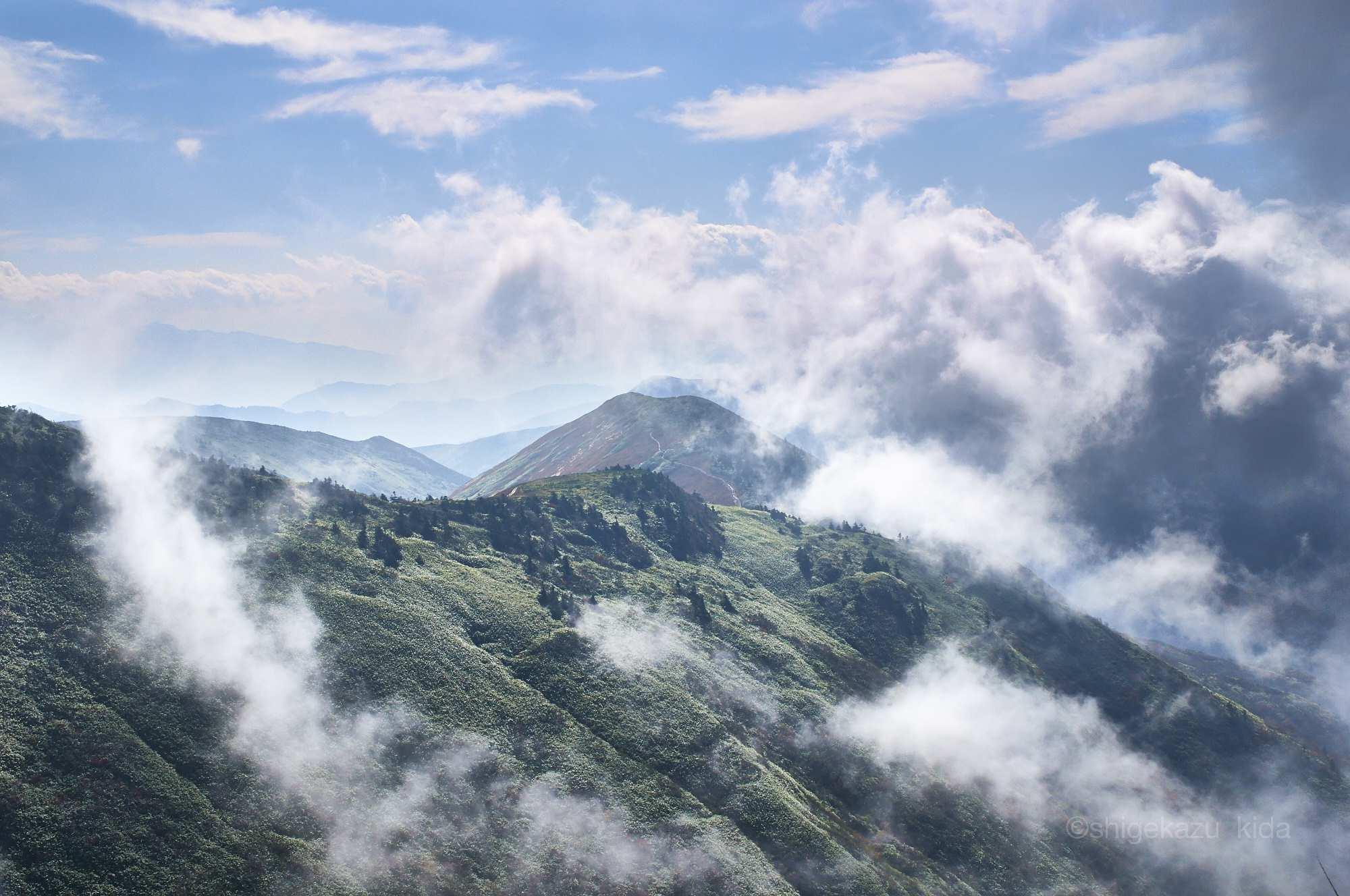 巻機山から稜線を見る