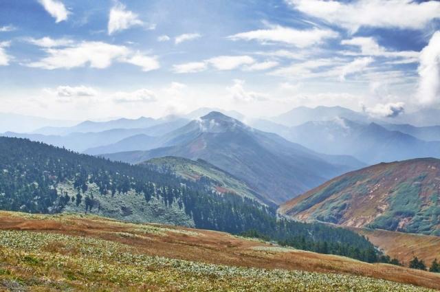 巻機山の登山道から見る稜線