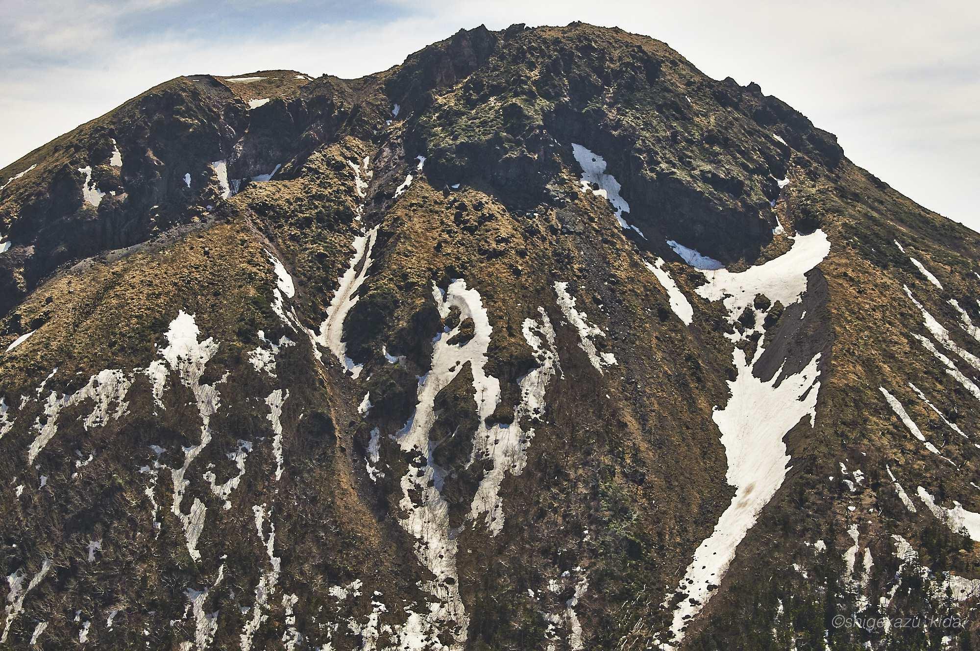 残雪の日光白根山山頂