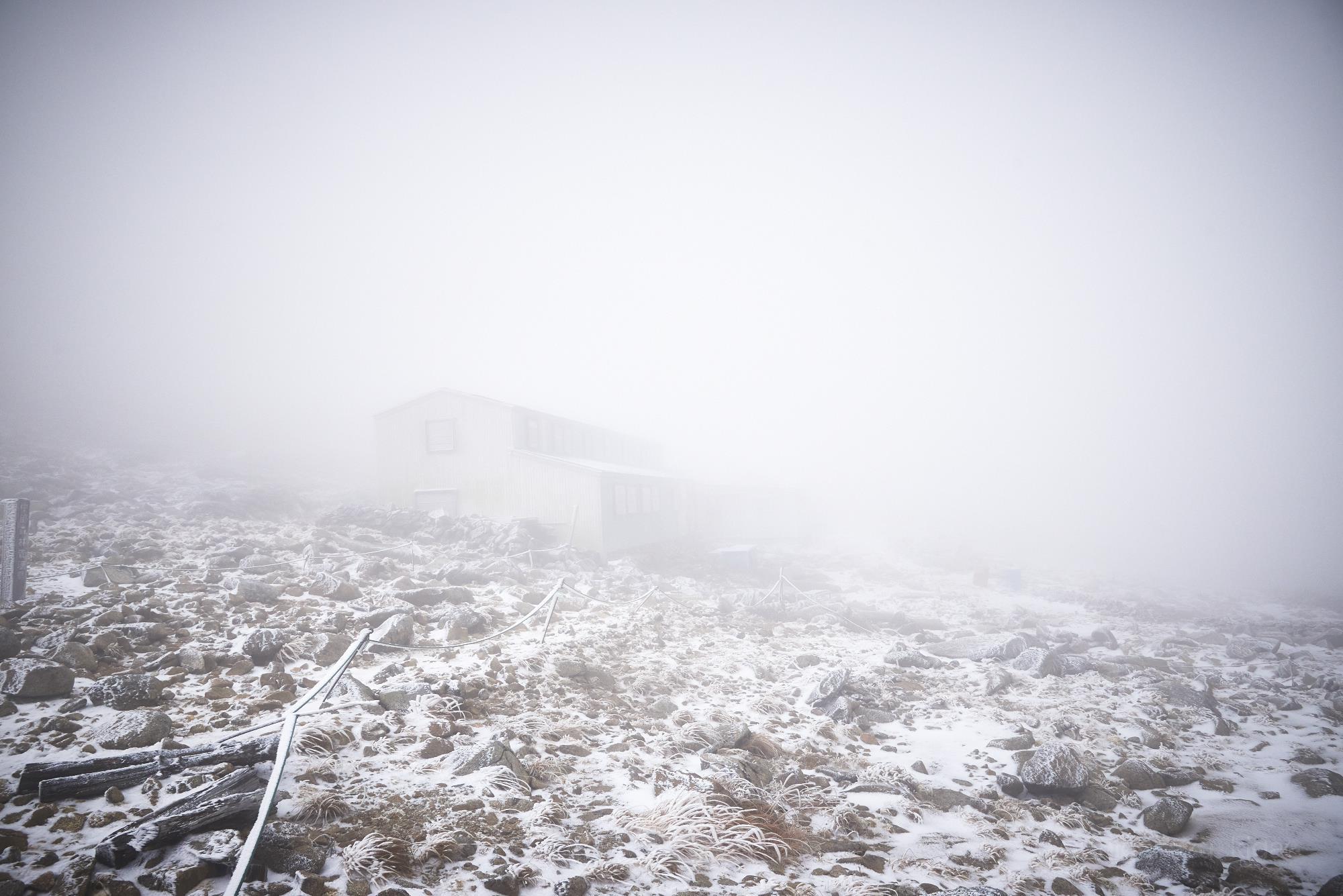 雪の木曽駒ヶ岳の駒ヶ岳頂上山荘