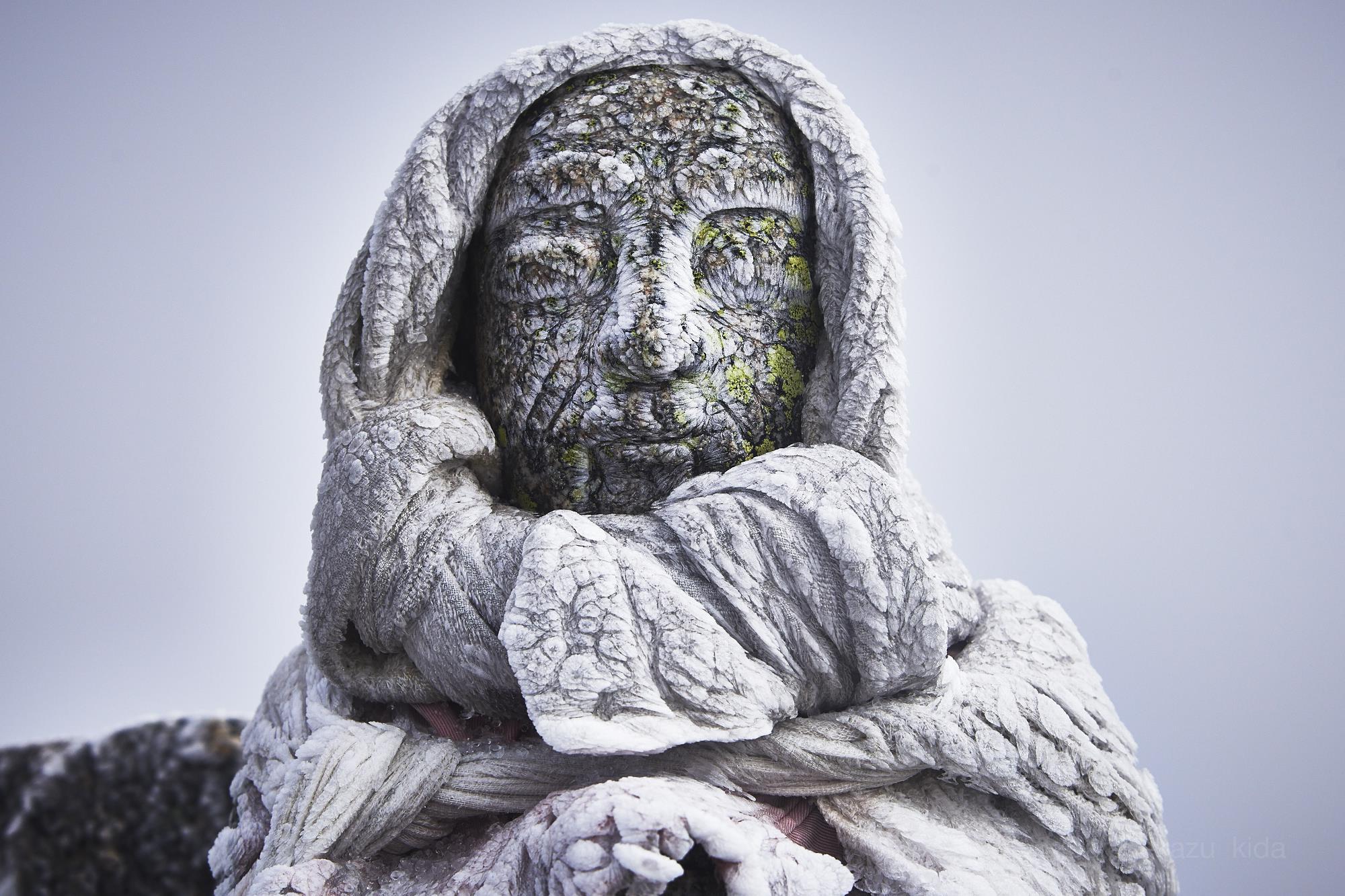雪の木曽駒ヶ岳の凍る地蔵
