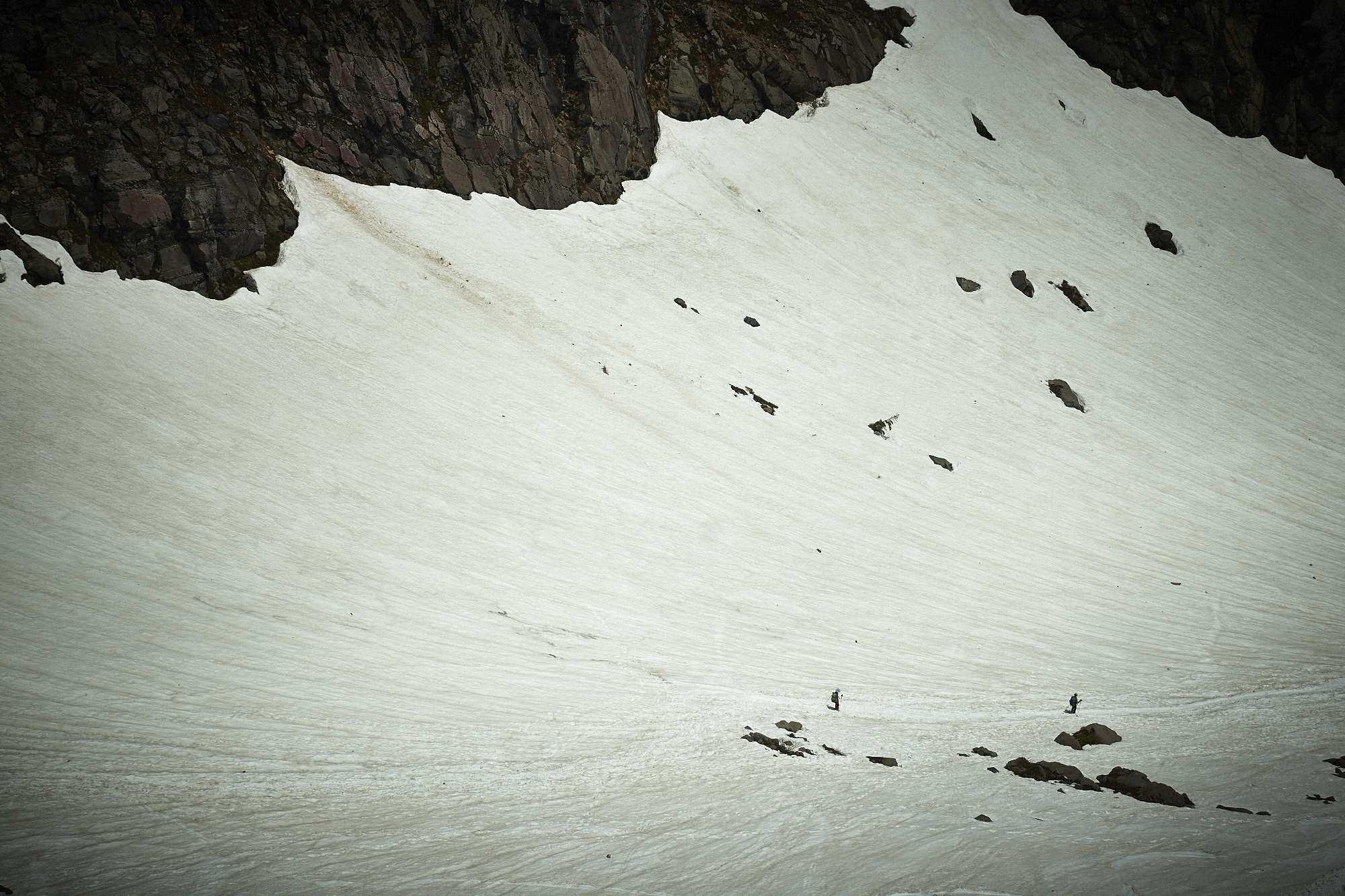 北アルプスの焼岳の雪渓