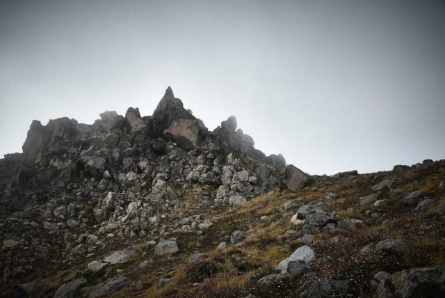 北アルプスの焼岳の南峰