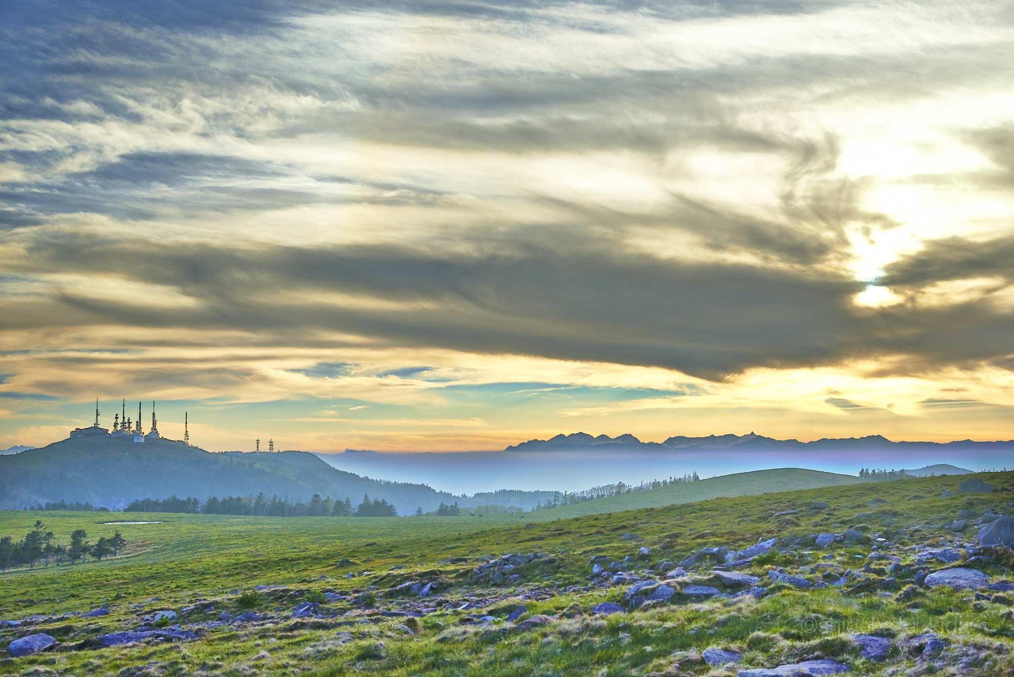 美ヶ原と北アルプスの夕暮れ