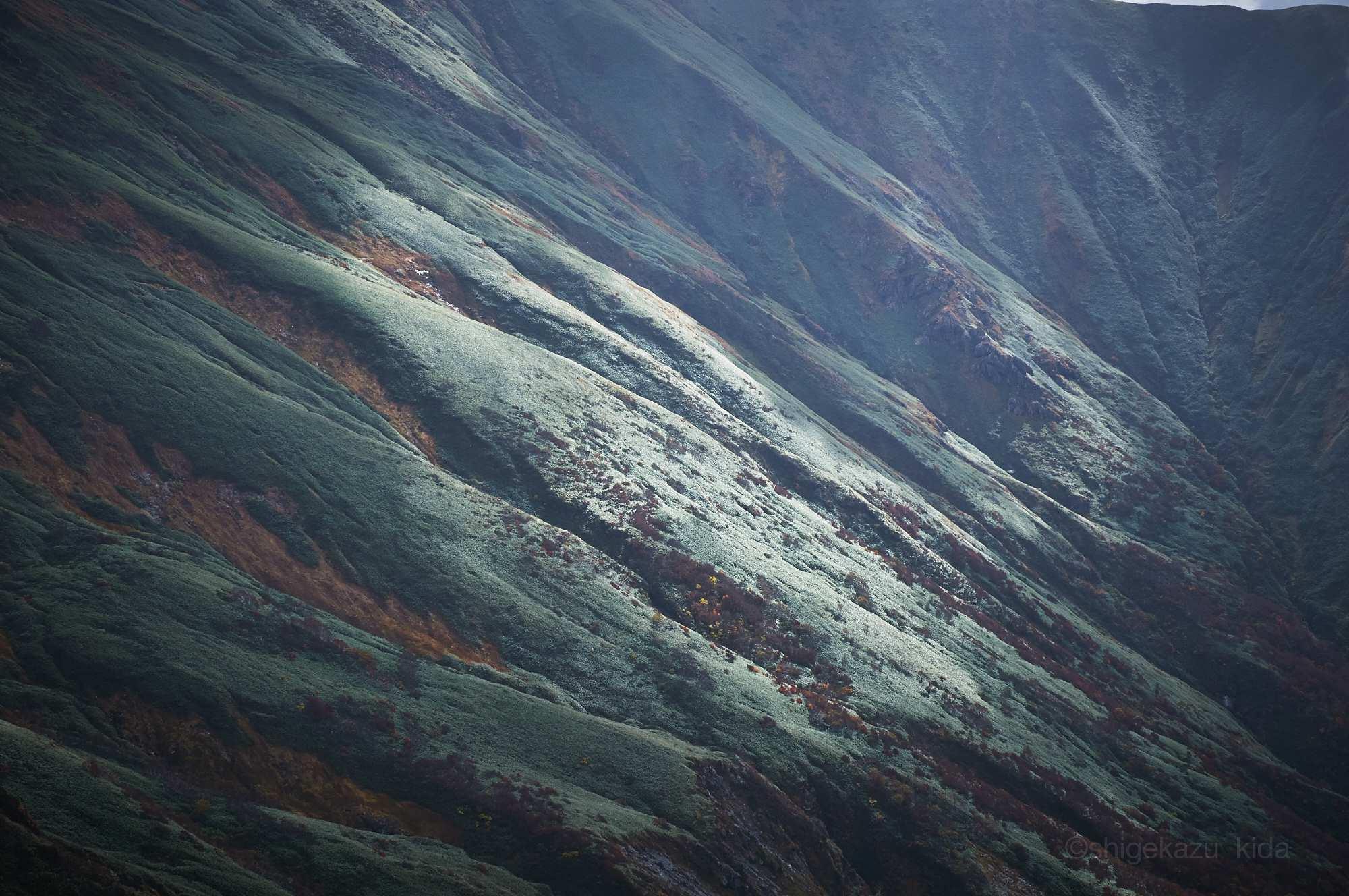 谷川岳から見る山肌
