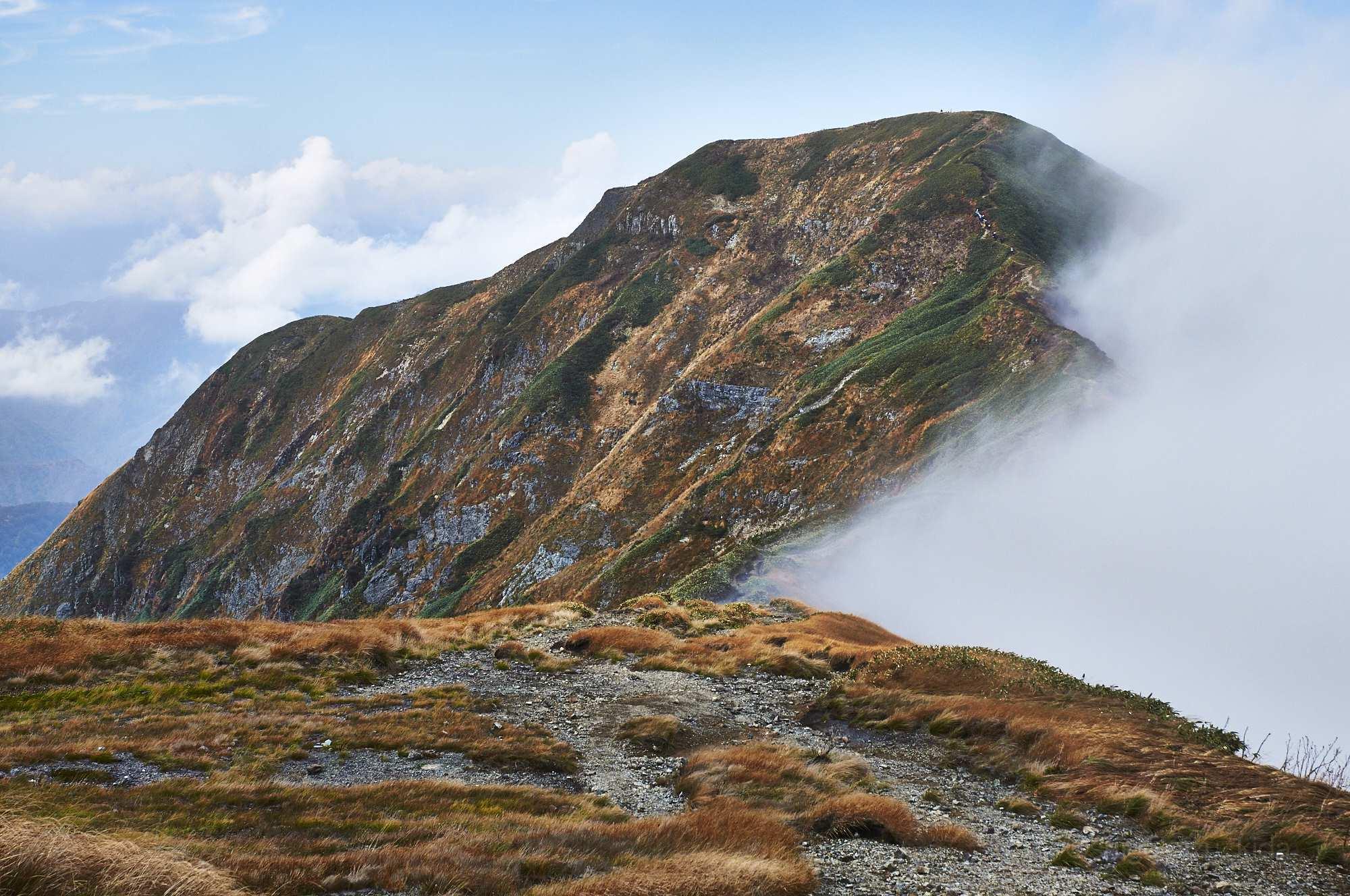 谷川岳登山道から見る一ノ倉岳の風景