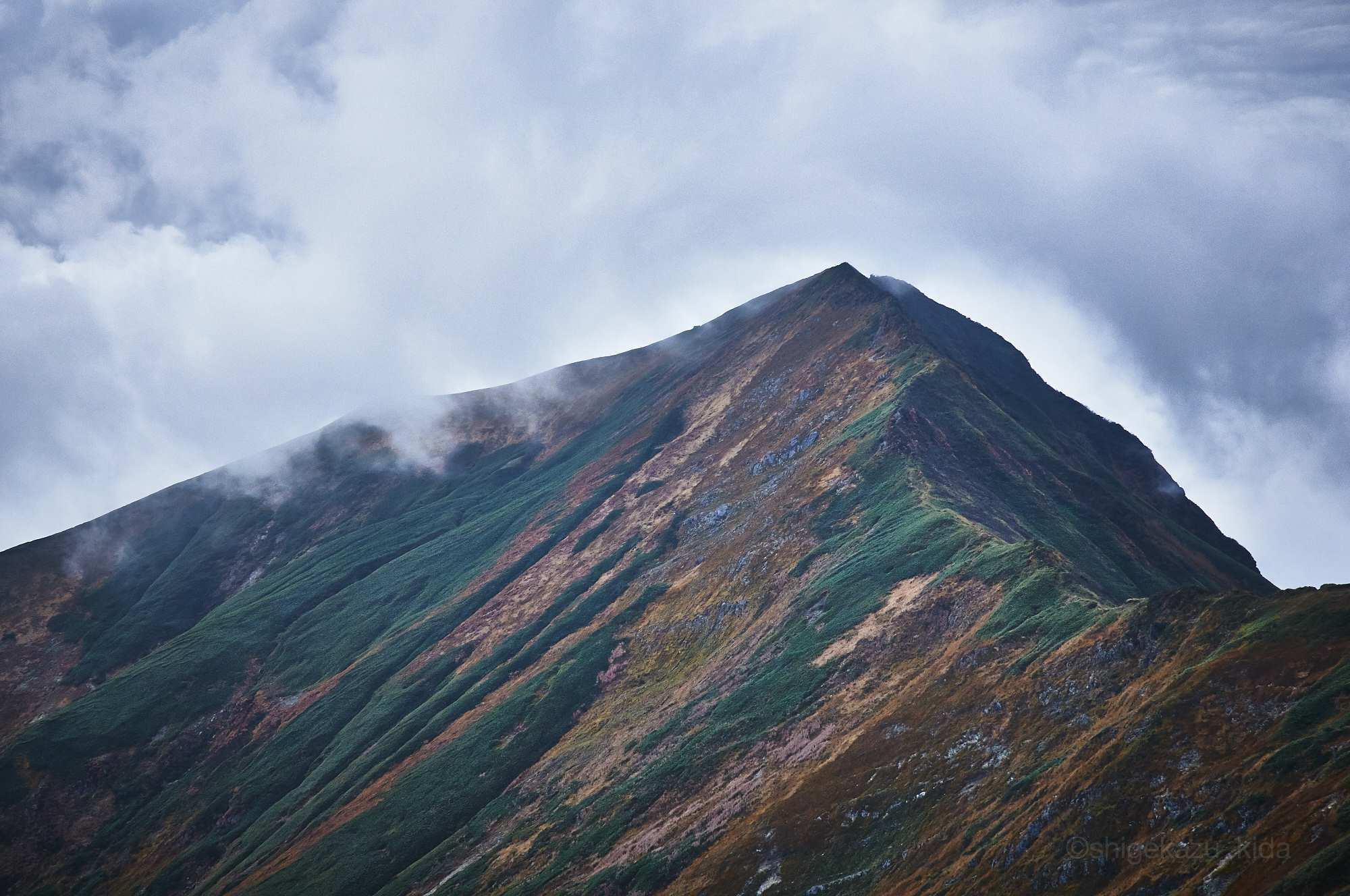 谷川岳から見る秋の万太郎山
