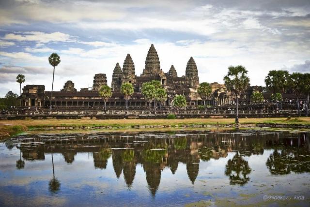 Angkor(アンコール)遺跡群にあるAngkorWat(アンコール・ワット)と聖池