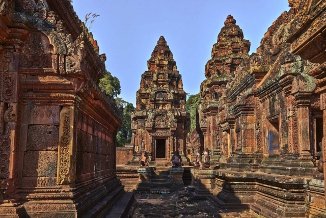 Angkor(アンコール)遺跡群にあるBanteaySrei(バンテアイ・スレイ)の祠堂