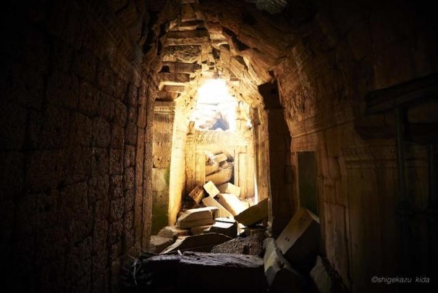 Angkor(アンコール)遺跡群にあるTaProhm(タ・プローム)の崩壊した祠堂の内部